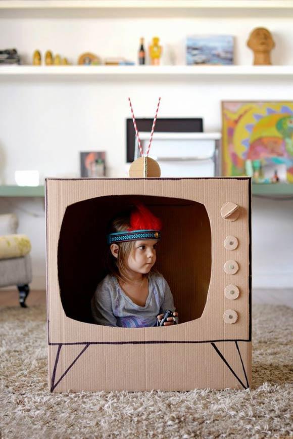 tv van kartonnen doos