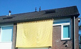 zonnescherm gemaakt van oude gordijnen
