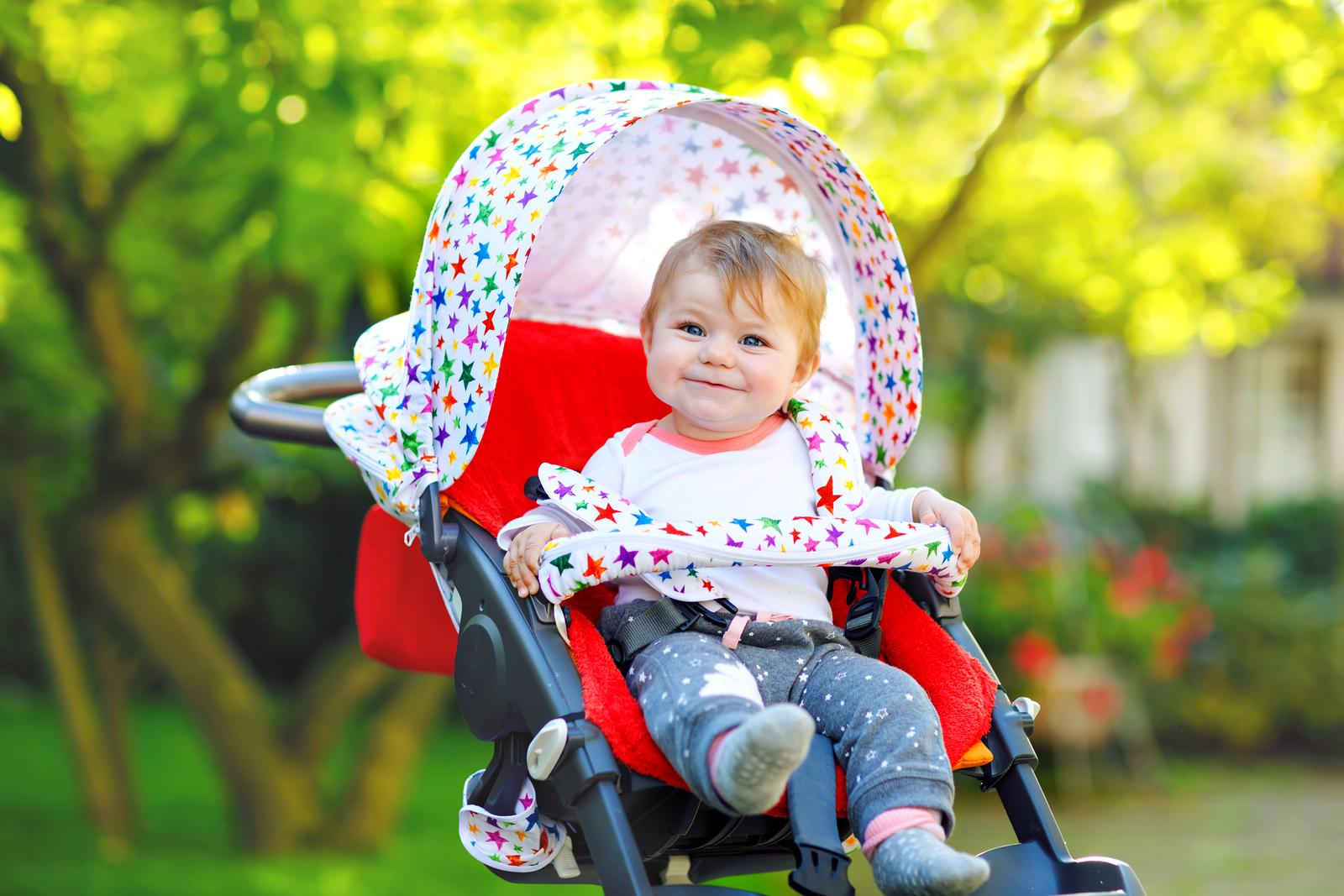 baby in kinderwagen