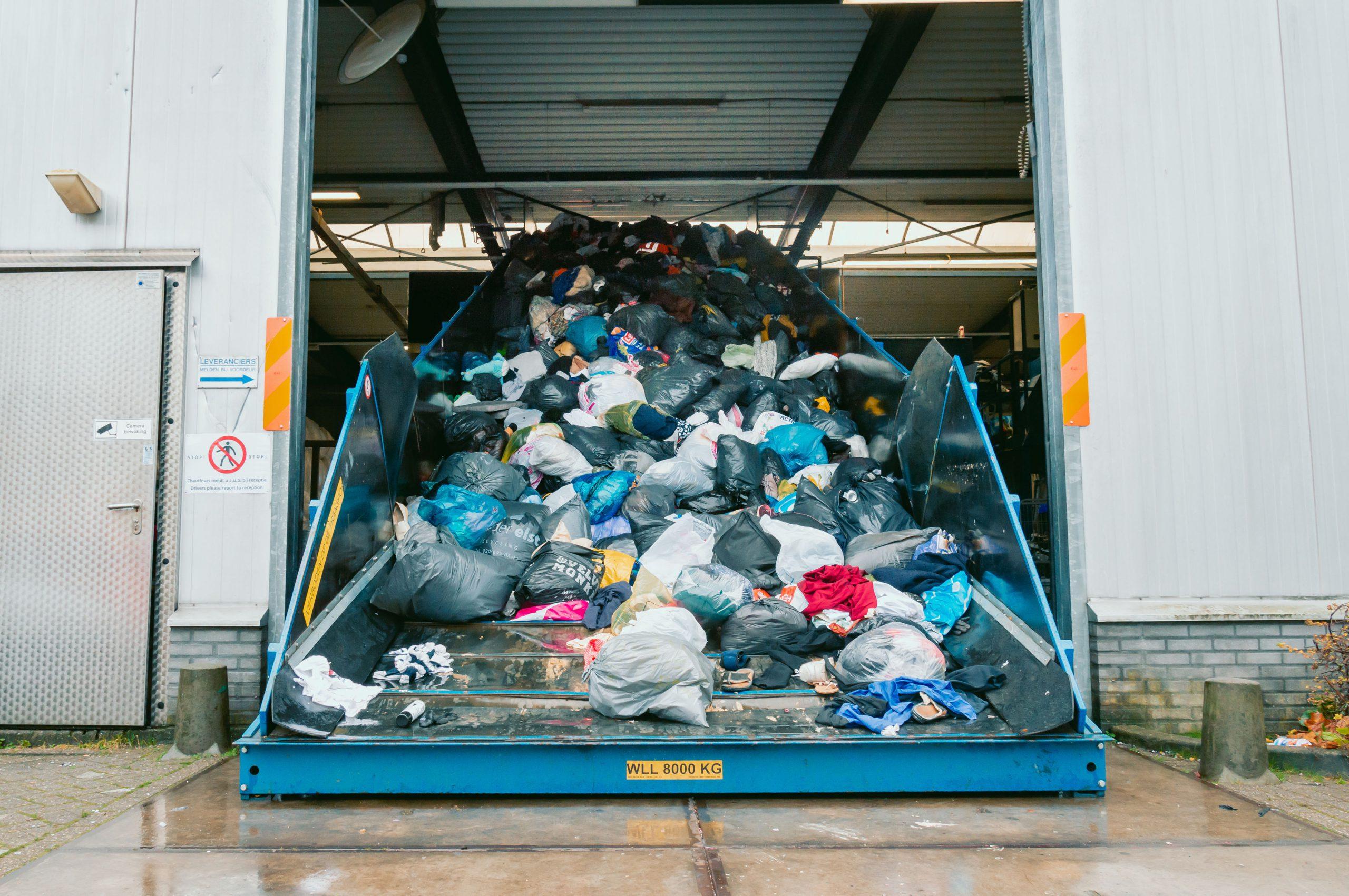 container met textiel