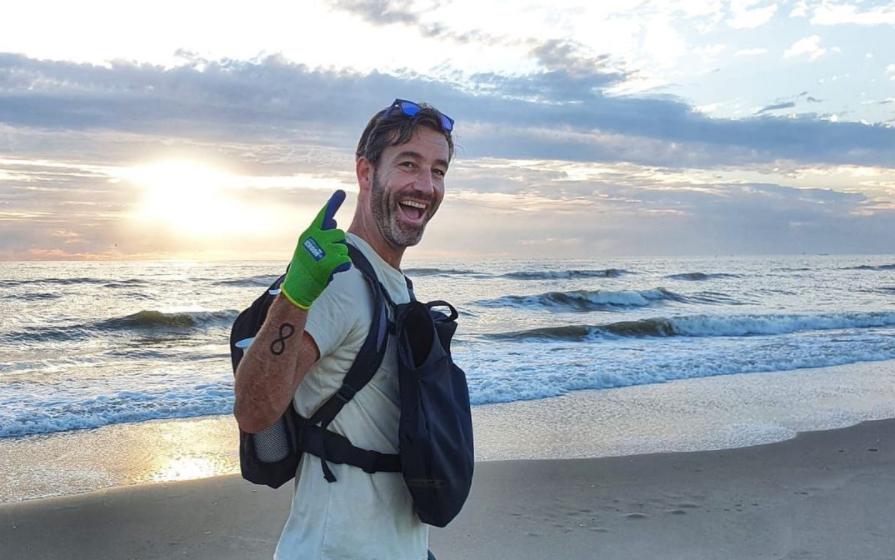 beach clean up op strand